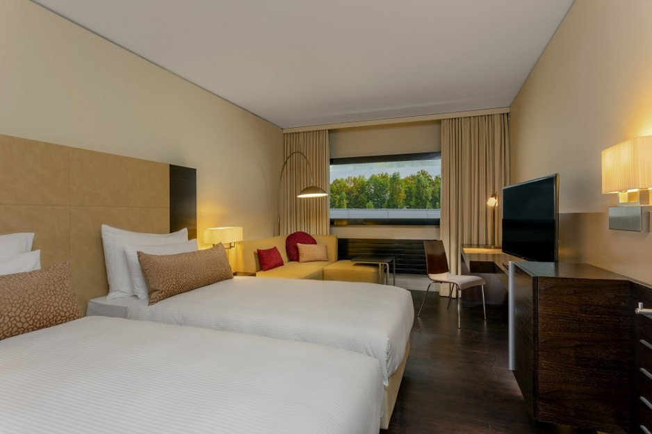 Day room hotel zurich four points by sheraton sihlcity for Four star hotel
